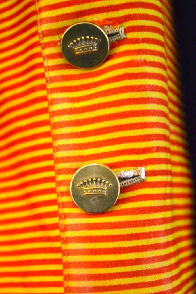 7-bottoni-coronati-livrea